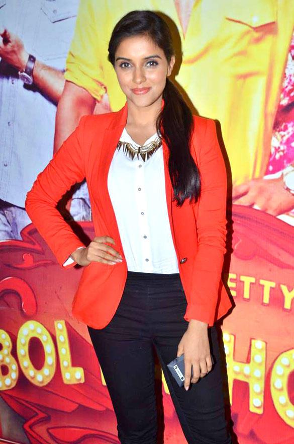 Asin Sweet Smile Pic at Taarak Mehta Ka Ooltah Chashmah To Promote Bol Bachchan