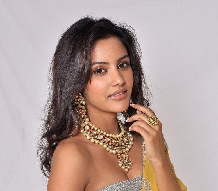 Priya Anand Chunky Jewellery Ad Latest Still