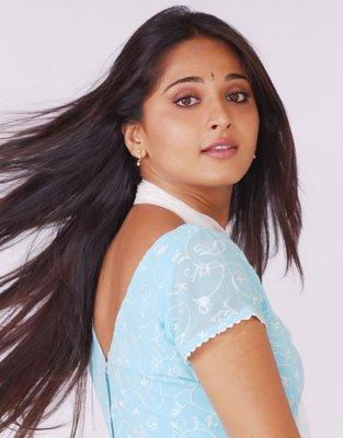 Anushka Shetty Sizzling Sexy Face Look Still