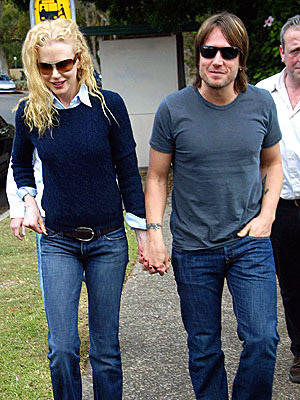Nicole Kidman and Keith Urban are Hands On