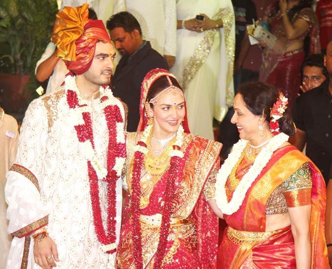 Esha,Bharat and Hema Malini Happy Still
