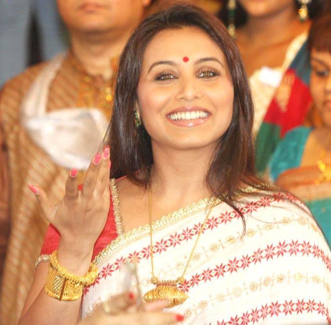 Rani Mukherjee Smiling Pic During Esha Deol Wedding Ceremony