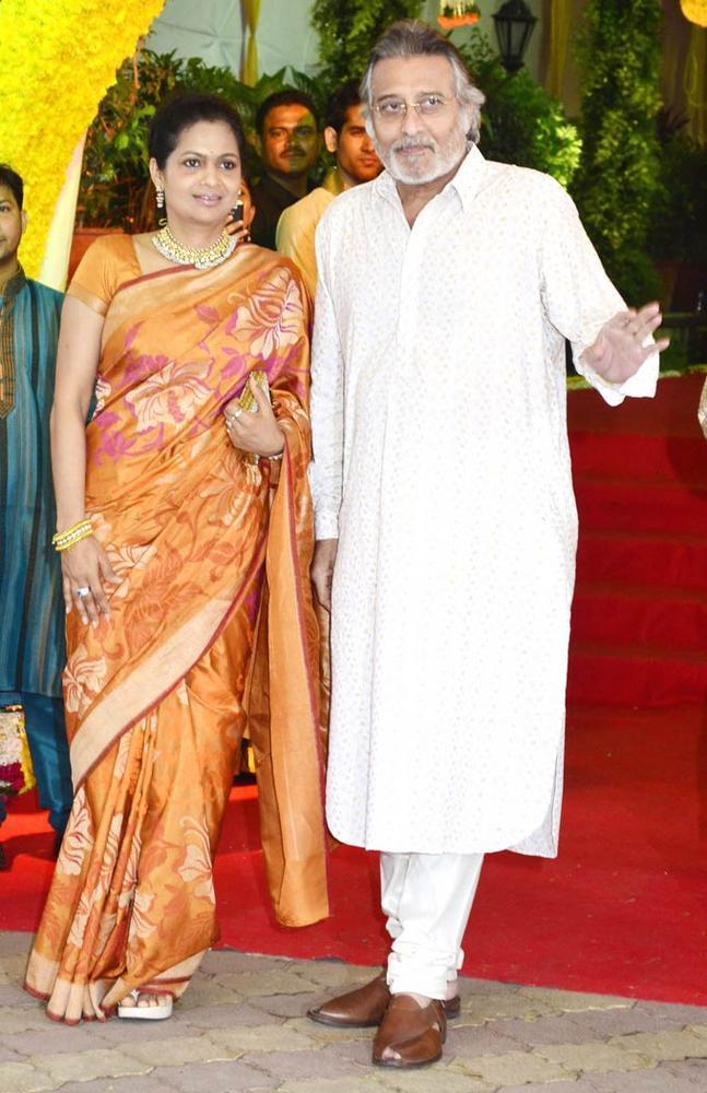 Vinod Khanna Snanned at Wedding Ceremony Of Esha Deol