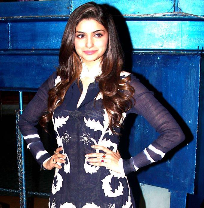 Prachi Poses To Promote Bol Bachchan On The Sets Of  Taarak Mehta Ka Ooltah Chashmah