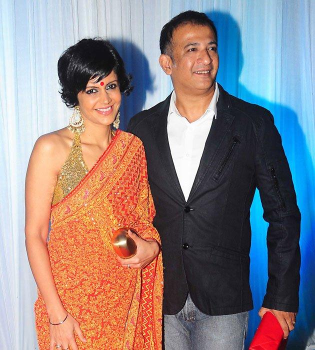 Mandira Bedi With Hubby Raj Kaushal at Esha Deol Wedding Reception