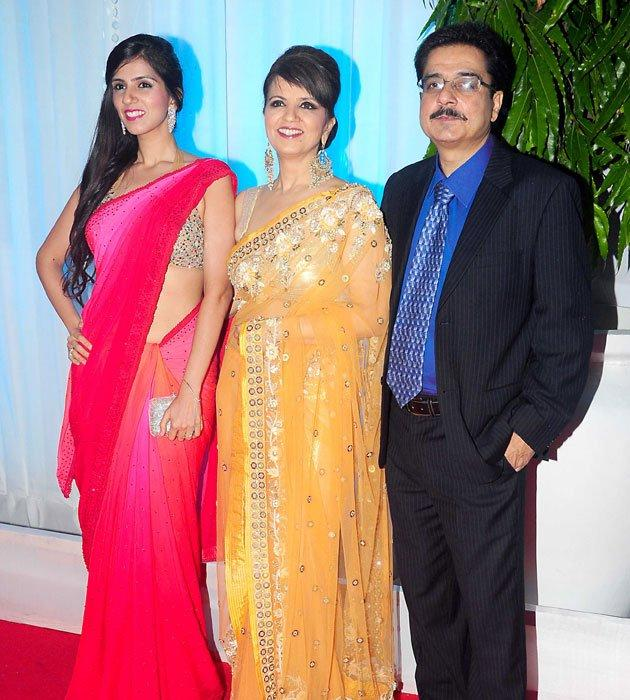 Neeta Lulla With Family At Esha's Grand Wedding Reception