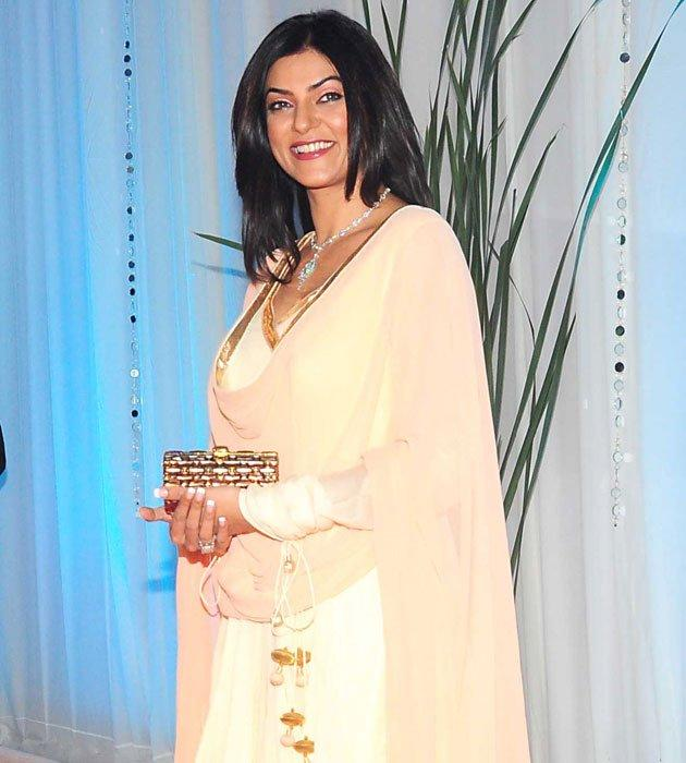 Sushmita Sen Sweet Smile Pic at Esha's Grand Wedding Reception