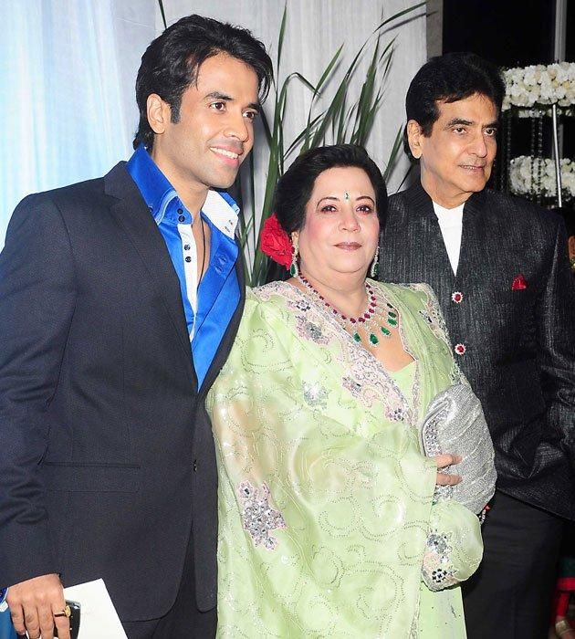 Tusshar,Shobha and Jeetendra at Esha Deol Wedding Reception
