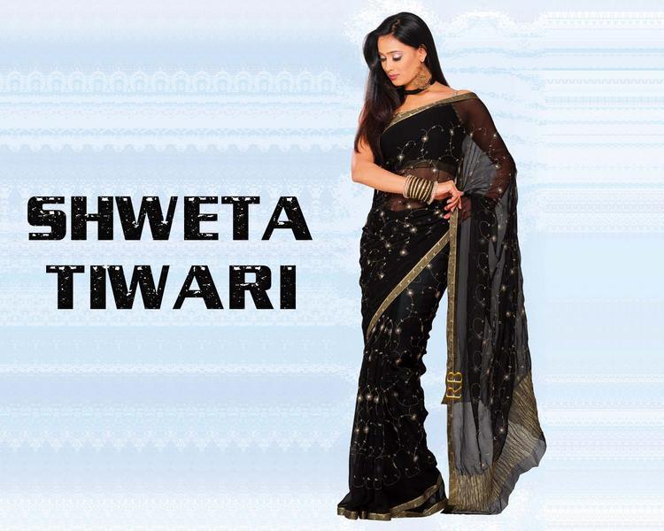 Shweta Tiwari Sizzling Wallpaper In Black Saree