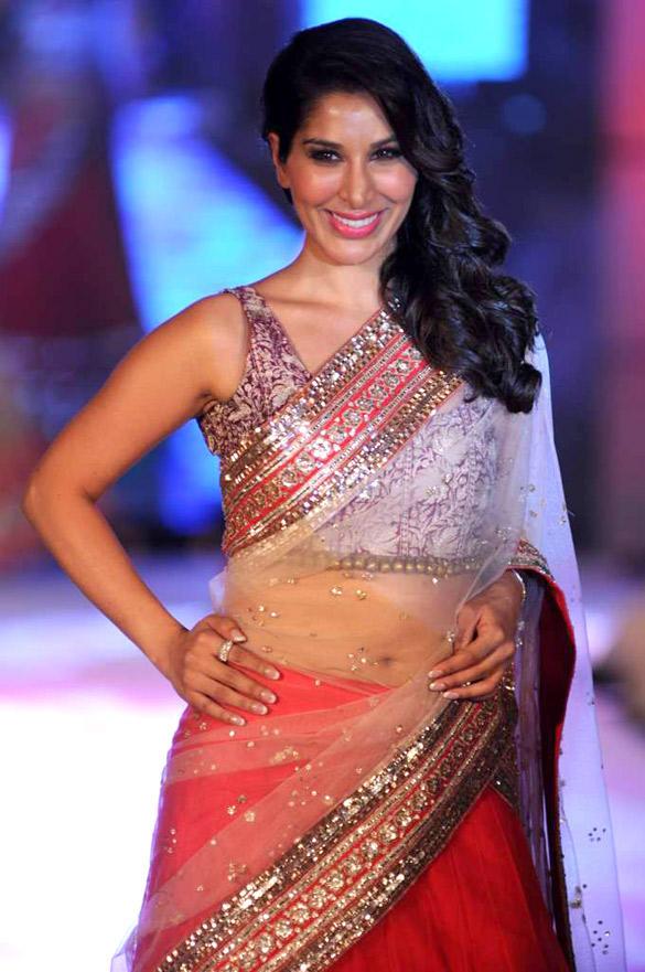 Hot Sophie Chaudhary Walks Ramp at CPAA For Manish Malhotra Fashion Show