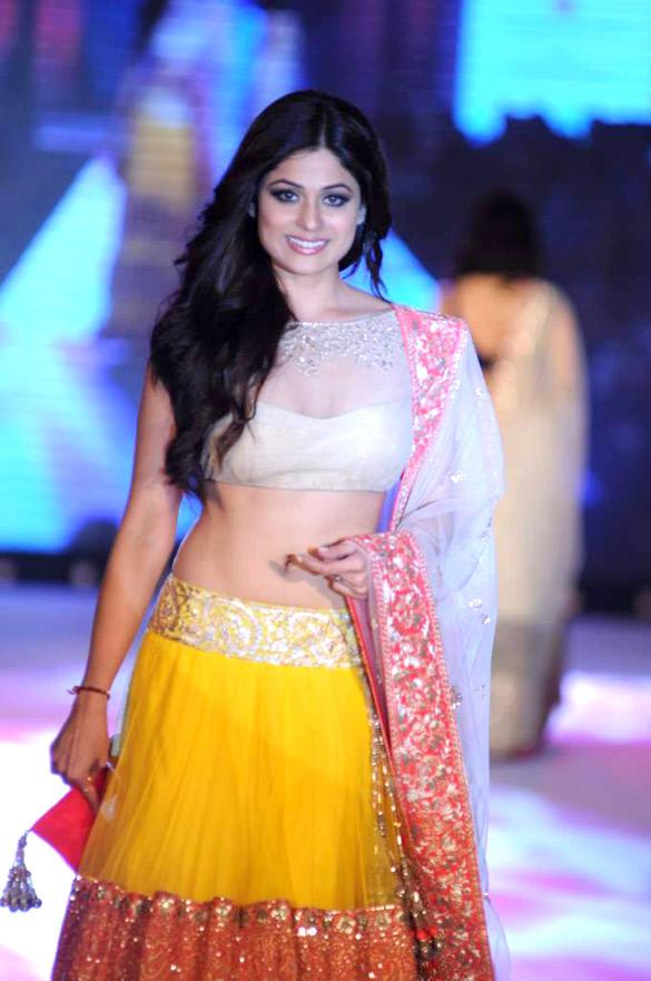 Shamita Shetty Walks Ramp at CPAA For Manish Malhotra