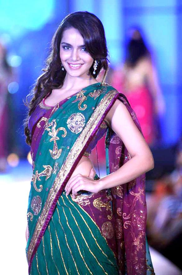 Shazahn Padamsee Walks at CPAA For Manish Malhotra Fashion Show
