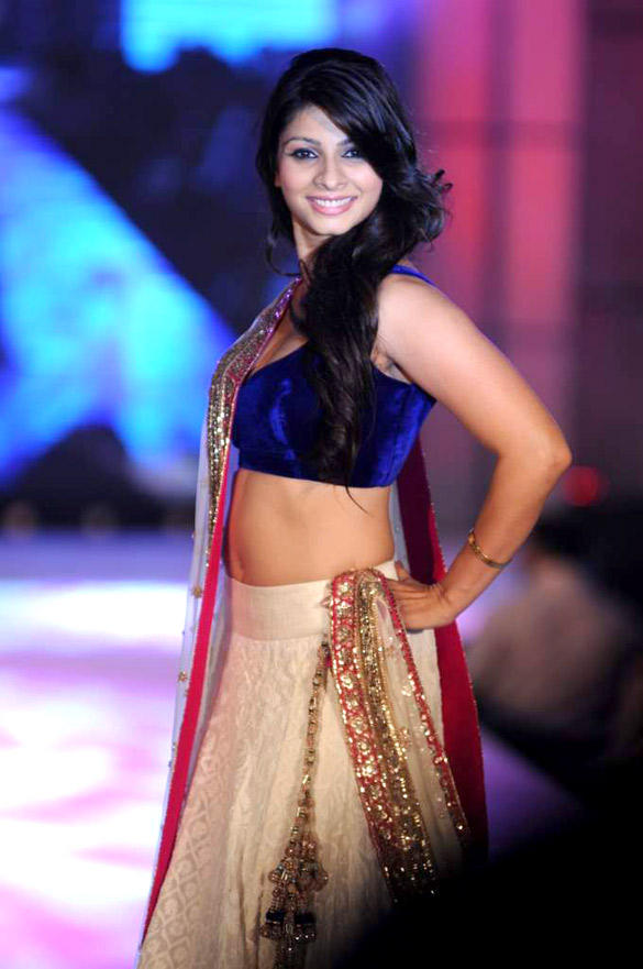 Tanisha Cute Pose On Ramp at CPAA For Manish Malhotra Fashion Show