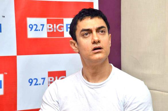 Aamir Khan Cute Shocking Still at 92.7 Big FM