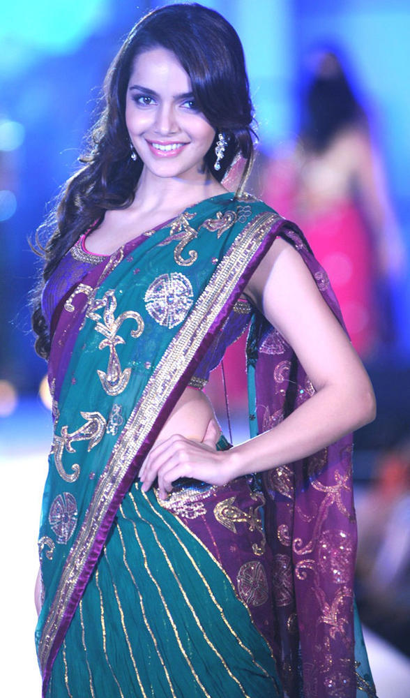 Gorgeous Shazahn Padamsee On Ramp at CPAA Fashion Show 2012
