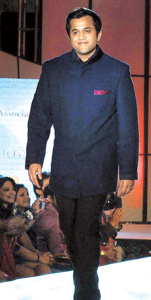 Omi Vaidya Walks at CPAA Fashion Show 2012