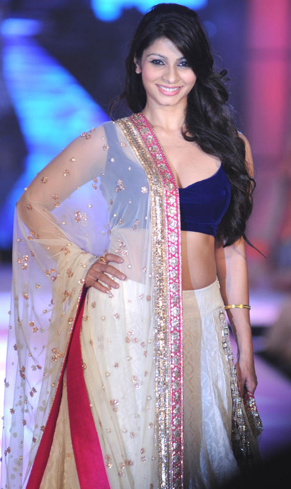 Tanisha Mukherjee Walks For Manish Malhotra  at CPAA Fashion Show 2012