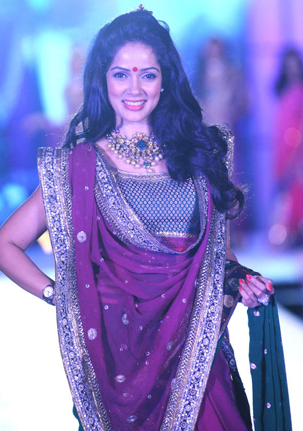 Vidya Malvade On Ramp at CPAA Fashion Show 2012