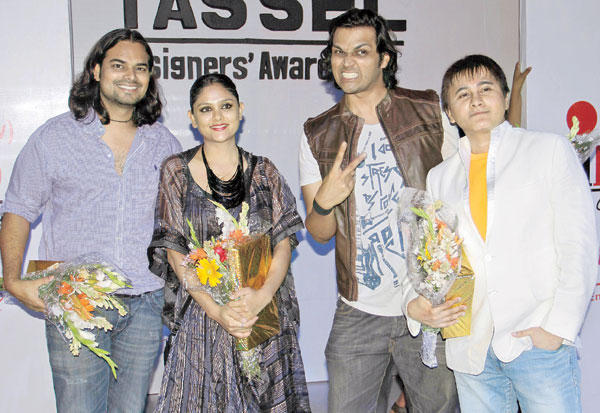 Rahul and Divya with Swapnil and Sammeer at Tassel Designer Awards 2012