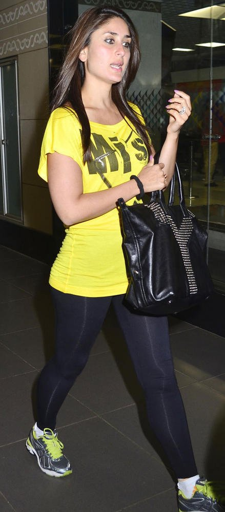 Gorgeous Hot Bebo Spotted at Mumbai International Airport