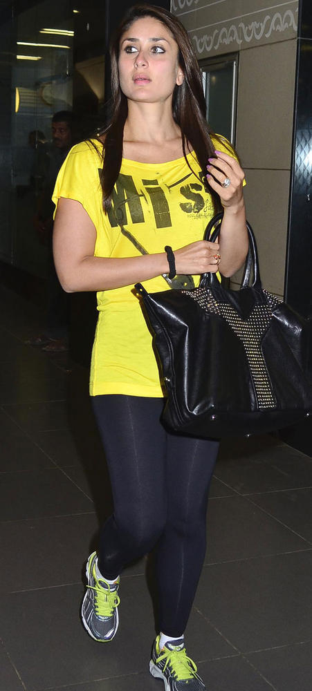 Sizzling Kareena Snapped at Mumbai International Airport