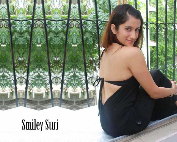 Smiley Suri Milky Sexy Back Bare Still
