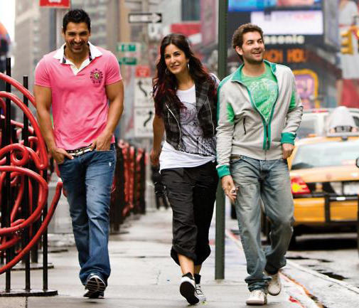 John,Katrina And Neil Smiling Pic In New York Movie