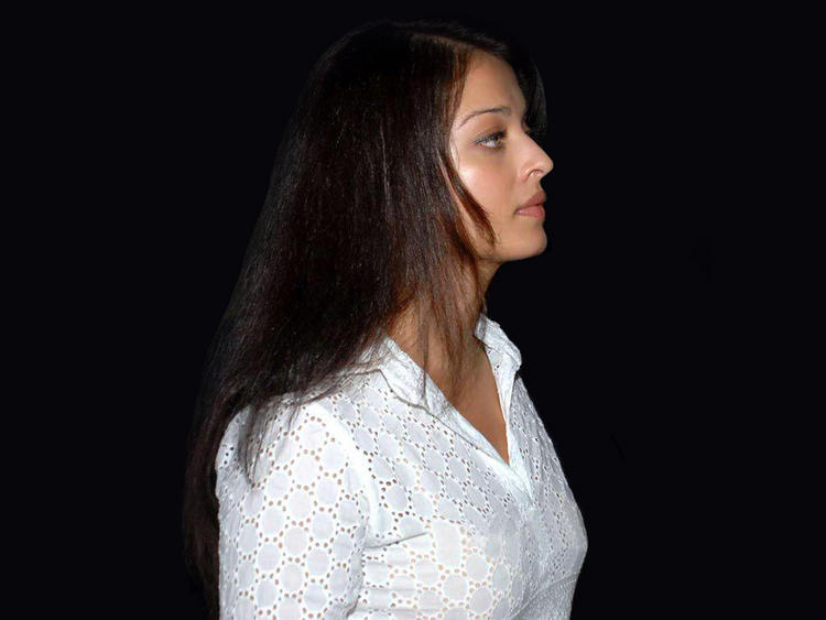 Hot Aishwarya Rai Side Face Still
