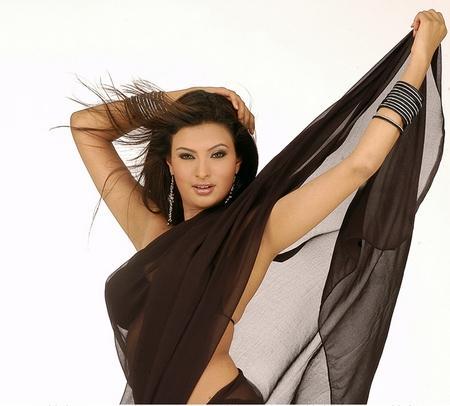 Sayali Bhagat Sexy Saree Rocking Pic