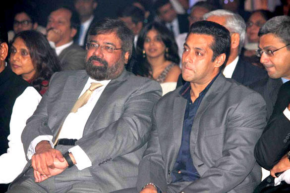 Salman and Harsh Goenka at 8th Indo-American Corporate Excellence Awards