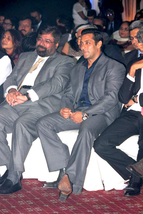 Salman and Industrialist Harsh Goenka at 8th Indo-American Corporate Excellence Awards
