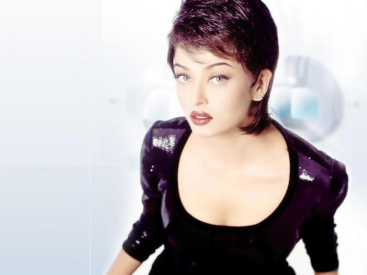 Aishwarya Rai Hot Modern Look Still
