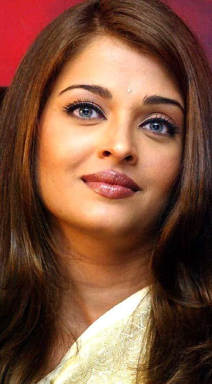 Aishwarya Rai Sizzling Beauty Still