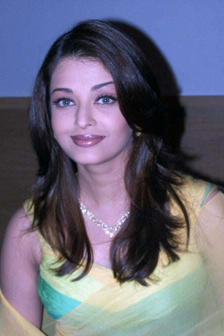 Aishwarya Rai Sweet Cool Look Still