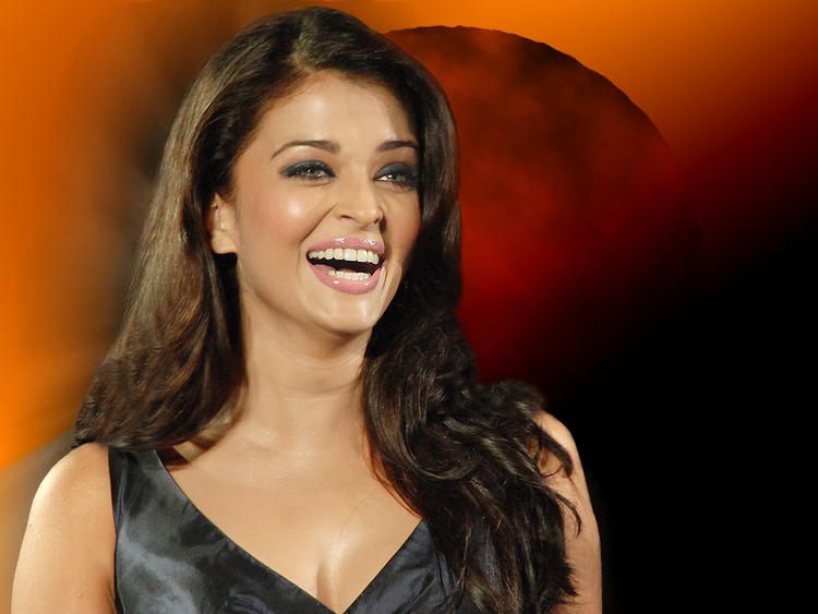 Charming Aishwarya Rai Smiling Pic