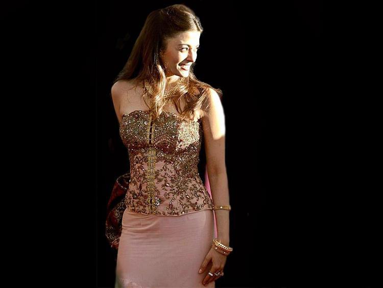 Stunning Babe Aishwarya Rai Smile Still