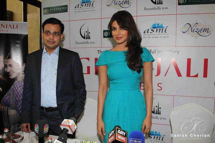 Priyanka Poses For Camera at Gitanjali Jewellery Press Conference