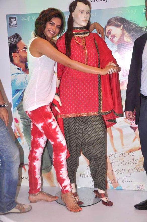 Deepika Launches Melange's Cocktail Ethinic Wear