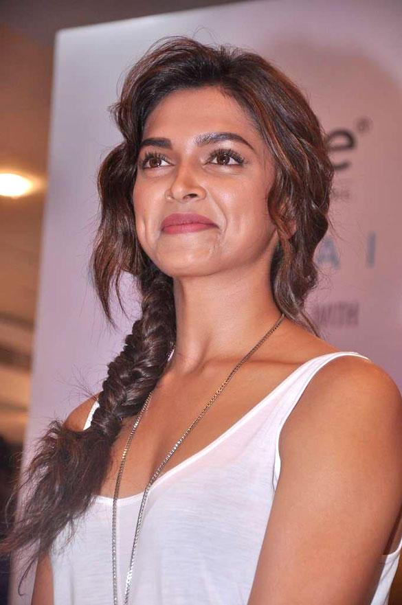 Deepika Sweet Smile Pic at Launch Of Melange Lifestyle Ethinic Look