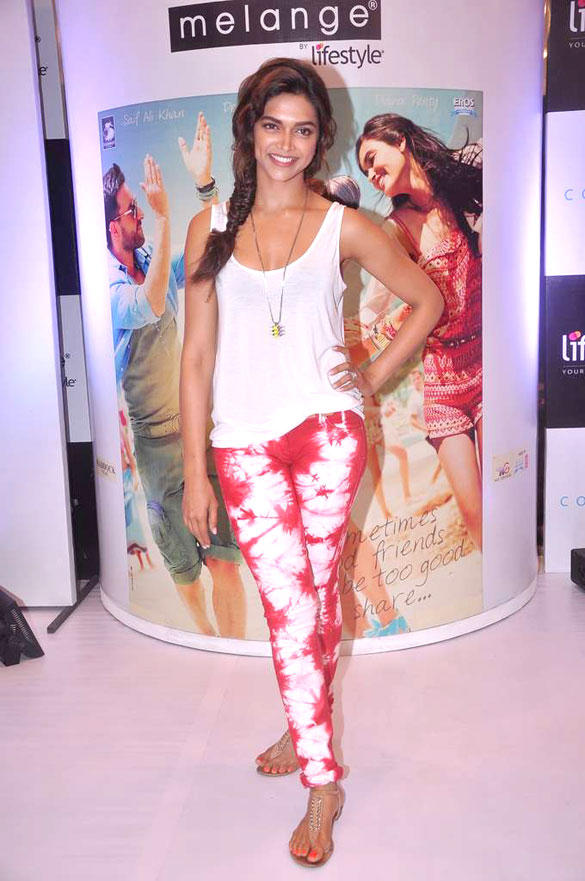 Deepika Unveils Melange By Lifestyle Ethnic Cocktail Film Look At Phoenix Mill