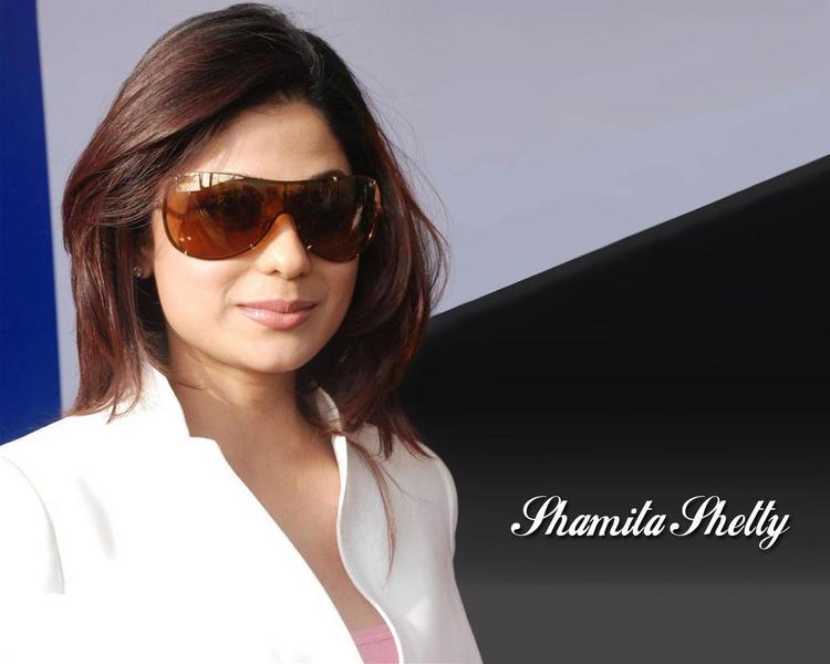 Shamita Shetty Stylist Look Wallpaper
