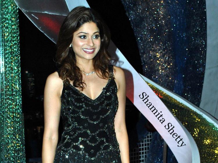 Shamita Shetty Sweet Smiling Pose Picture
