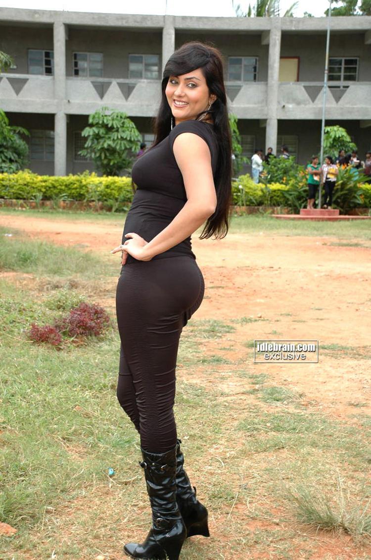 Namitha Kapoor Exposing Her Fitness