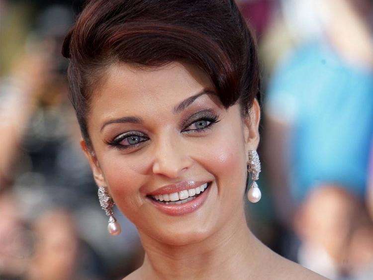 Aishwarya Rai Beautiful Smile Pic at Cannes