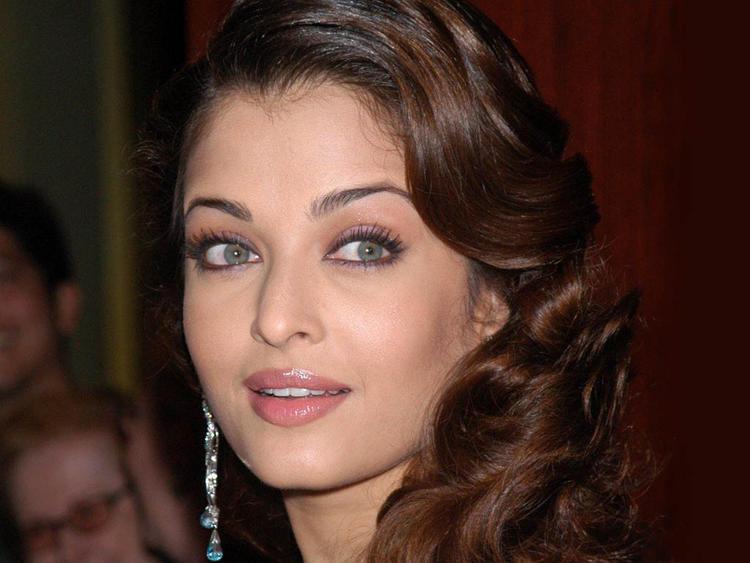 Aishwarya Rai Blue Eyes Look Still