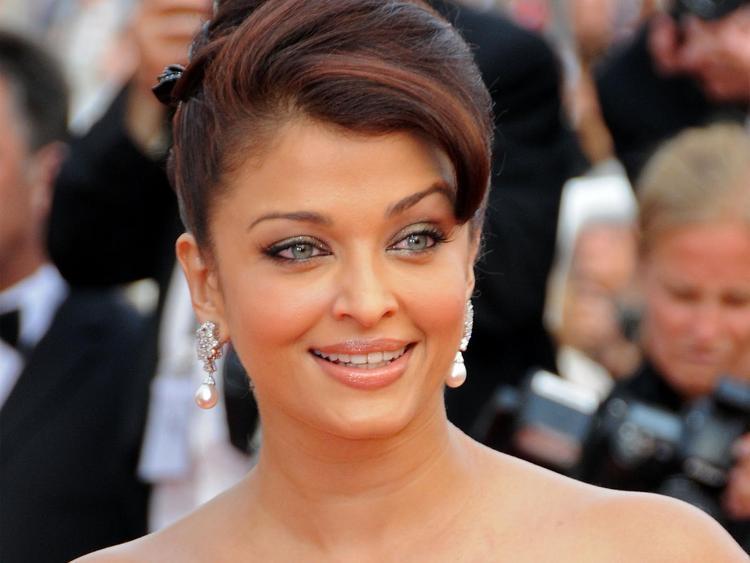 Aishwarya Rai Sexy Smile Face Look Pic