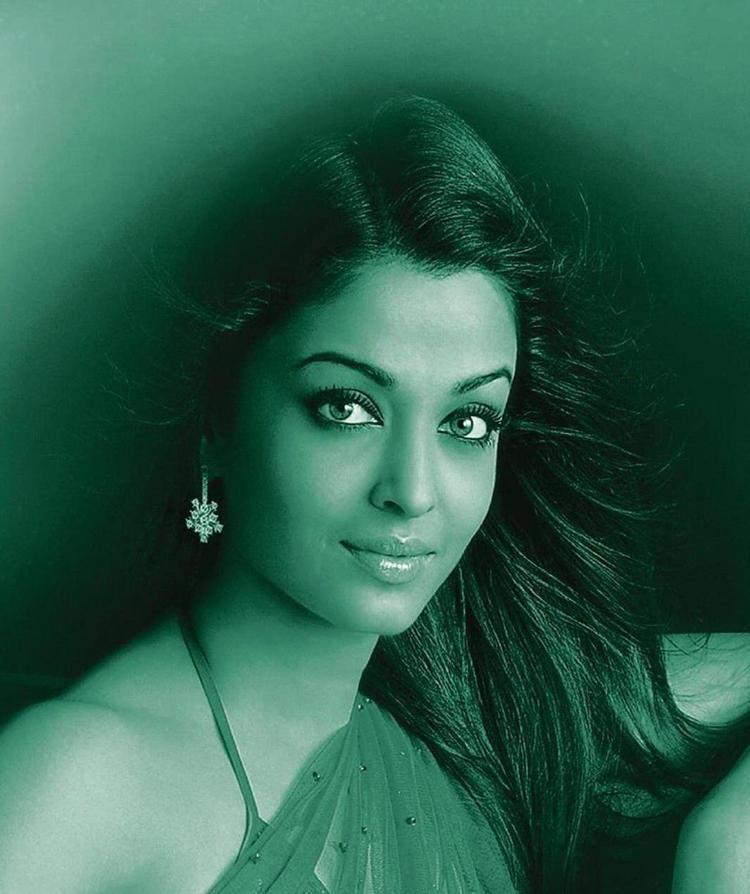 Aishwarya Romantic Face Still