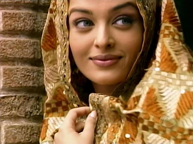 Aishwarya Very Cute Sweet Still