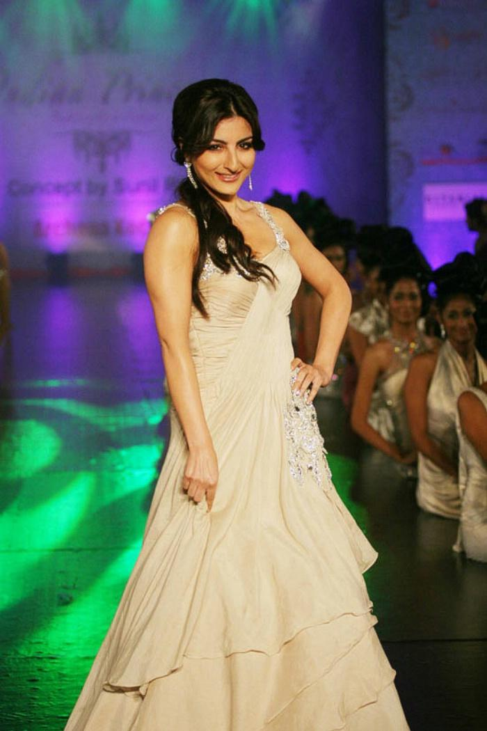 Soha Ali Khan Amazing Look On Ramp