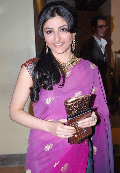 Soha Ali Khan Looking Beautiful In Saree